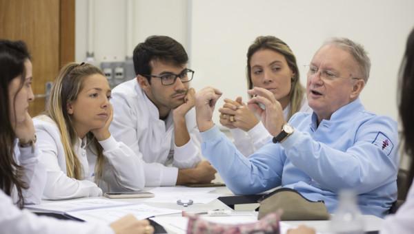 Especialização recebe José Nelson Mucha, referência nacional em ortodontia
