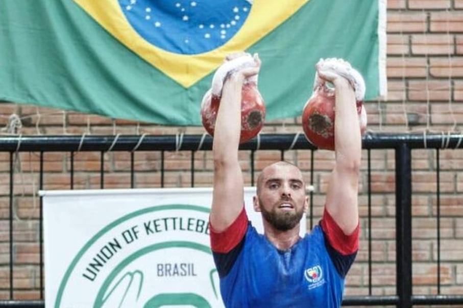 Estudante de Educação Física é vice-campeão mundial de kettlebell sport