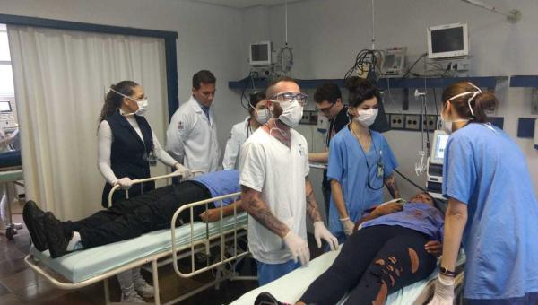 Alunos da Enfermagem participam de simulado de acidente com múltiplas vítimas