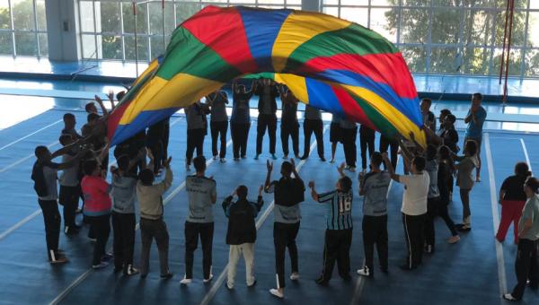 Atletas do Grêmio participam de atividade do curso de Educação Física