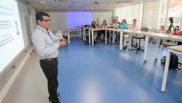 Professor visitante da Universidad de Antioquia participa de atividades na área da saúde