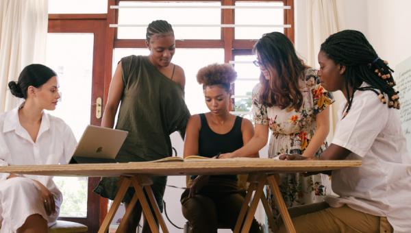 Consultoria exclusiva prepara mulheres para o mercado de trabalho
