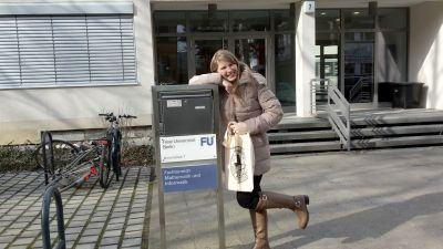 Débora Kunz atua com crianças num lar de refugiados na Alemanha