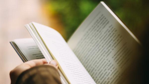Colóquio debate Linguística, Literatura e Escrita Criativa