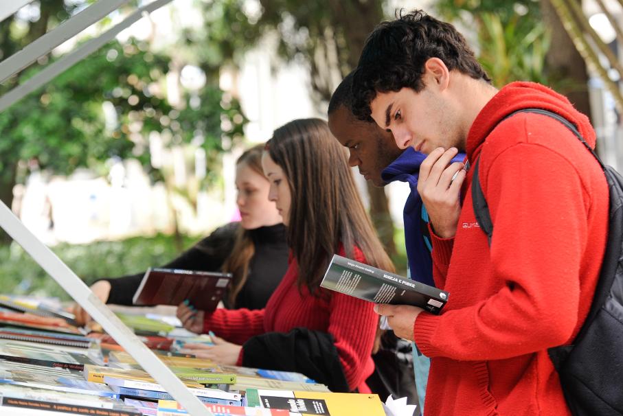 Feira Universitária e Semana do Livro PUCRS