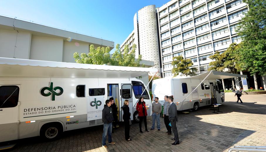 Unidades móveis do procon e Defensoria Pública