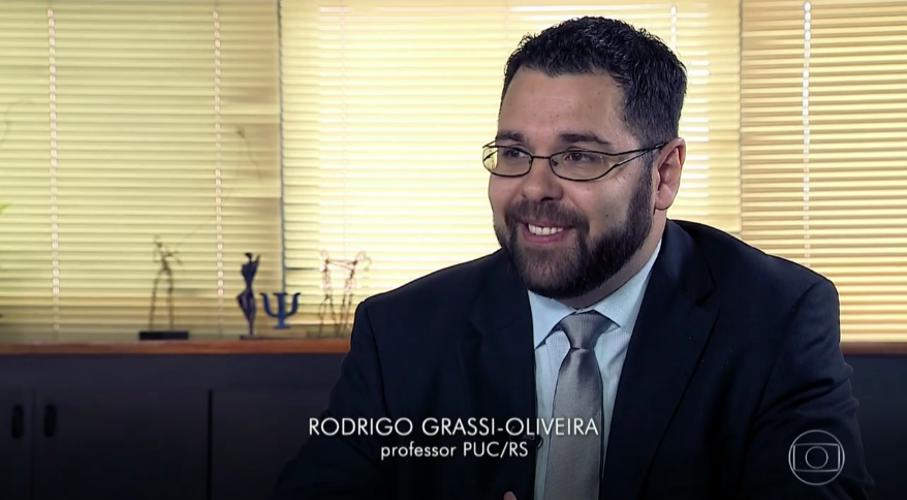 Captura de tela do Fantástico com o professor Rodrigo Grassi-Oliveira