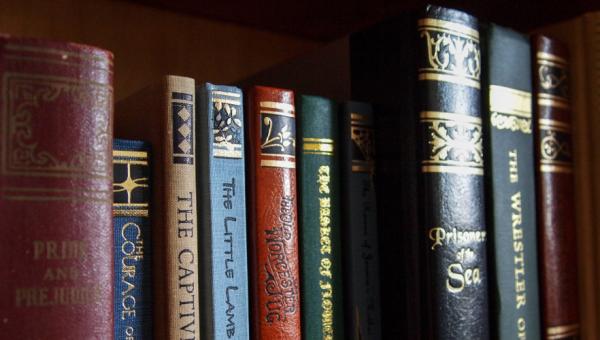 Linguística, Literatura e Escrita Criativa pautam Colóquio