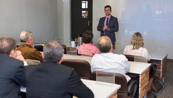 Escola de Negócios apresenta projeto de tecnologia financeira