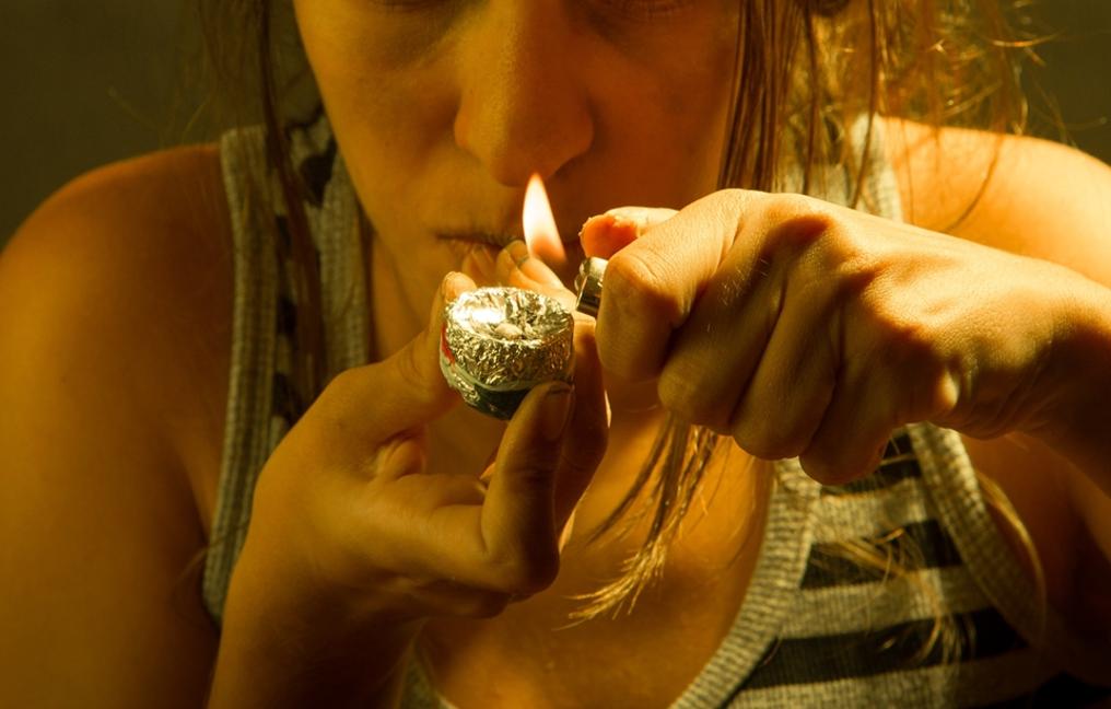 Hormônio do amor, crack, mulher, cachimbo, drogas