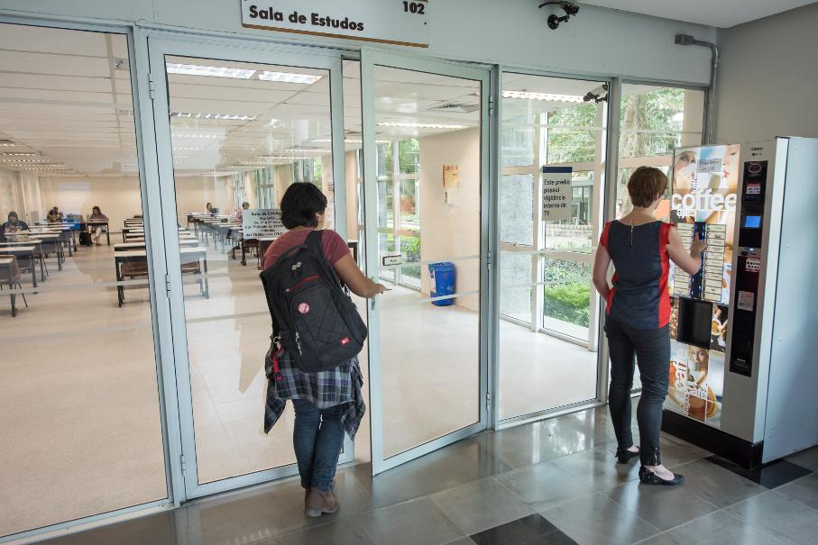 Novos espaços da Biblioteca - Entrada da sala de Estudos.