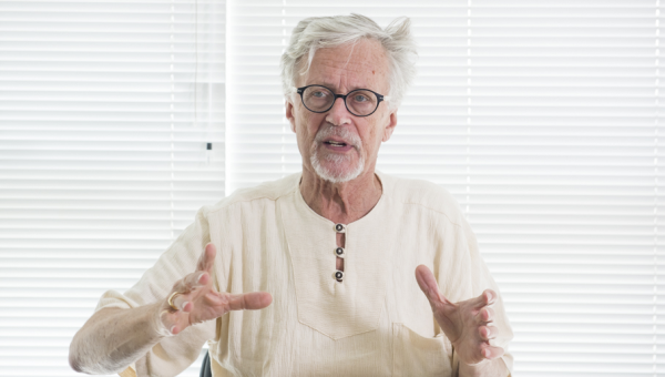 Derrick de Kerckhove aborda a Era da datacracia