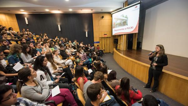 Curso prepara alunos para trabalhar em eventos