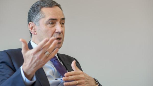 Ministro Luís Roberto Barroso alerta para riscos de discursos autoritários