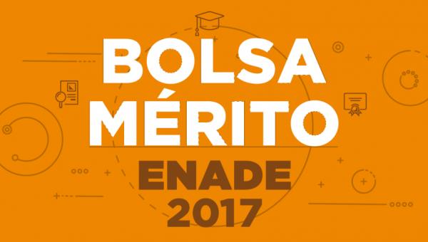 Alunos com melhores resultados no Enade 2017 recebem bolsa de Especialização