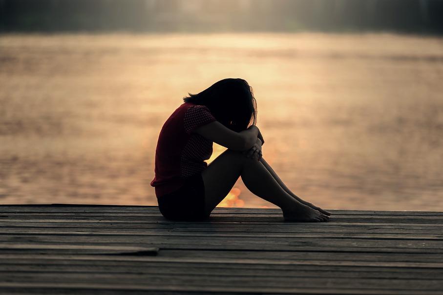 Imagem adolescente triste