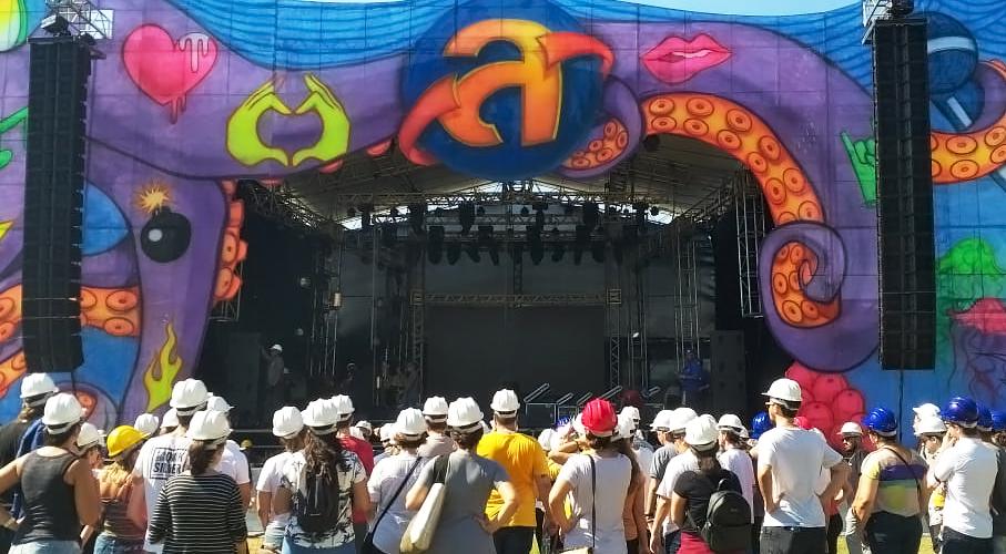 Alunos do MasterClass Planeta Atlântida visitam o Palco Central do Festival
