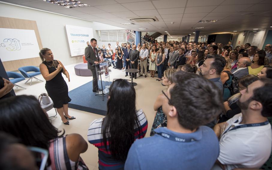 Ir. Manuir fala para o público na inauguração do Living 360°