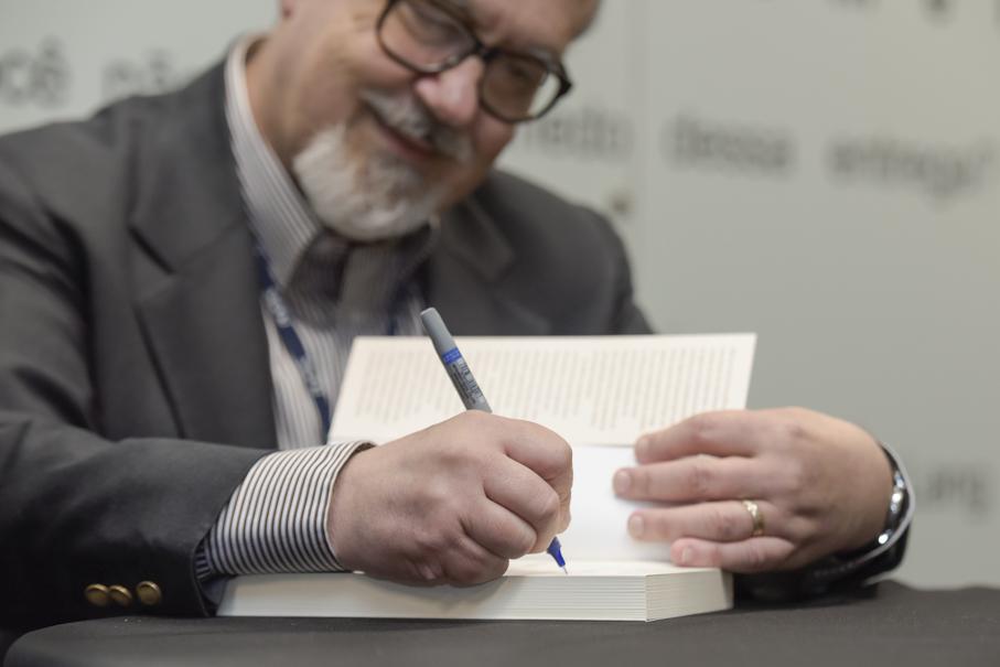 Lançamento do livro Escrever Ficção, Luiz Antonio de Assis Brasil, Instituto de Cultura - Escrita Criativa