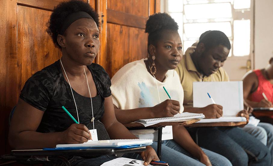 haitianos, aula de português