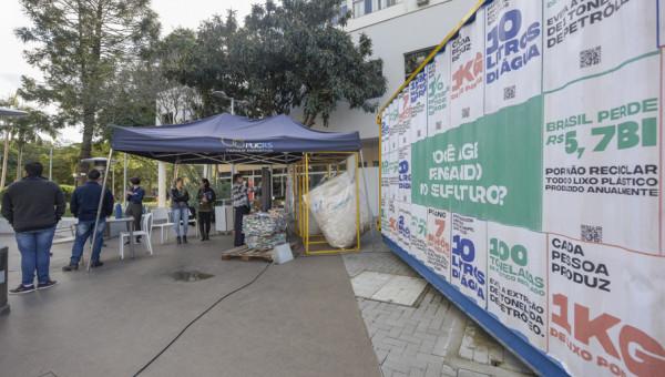 Contêiner na Rua da Cultura destaca trabalho de triagem de resíduos na Universidade