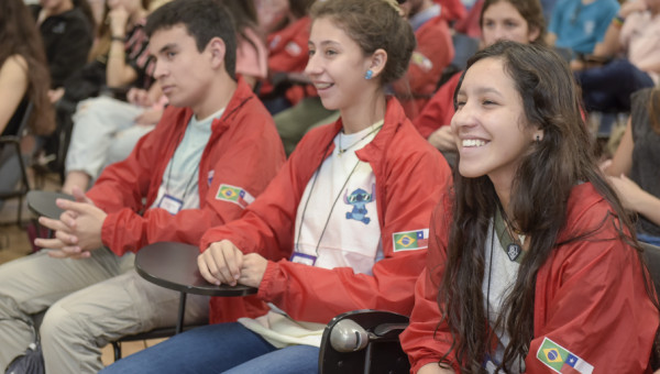 Alunos do Ensino Médio do Chile participam de atividades no Campus