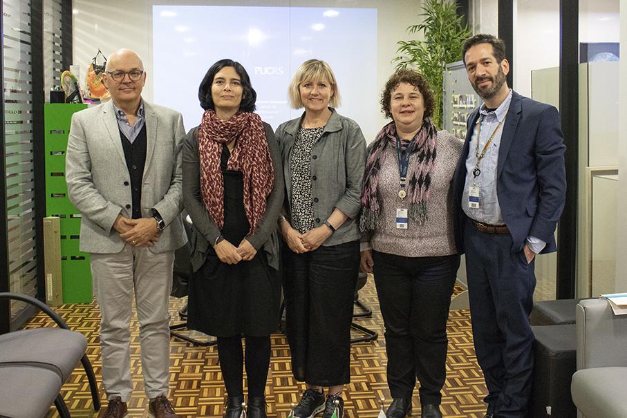Pesquisadores Carl_Safstrom,Judith_Suissa,Sharon_Todd no Escritório de Cooperação Internacional