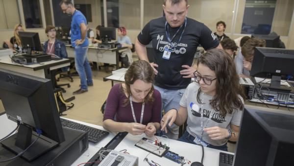 Pré-Grad recebe estudantes do Ensino Médio para imersão na vida universitária
