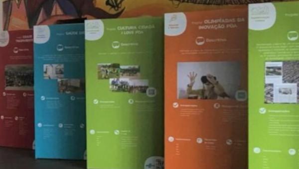 Universidade recebe totens com manifesto do Pacto Alegre