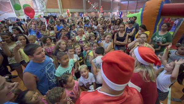 Festa de Natal da Pediatria do Hospital leva alegria para cerca de 300 crianças