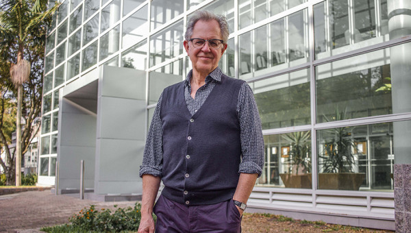 Professor referência em políticas educacionais ministra aula no Pós PUCRS Online