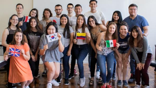 Novos alunos internacionais participam de curso de português