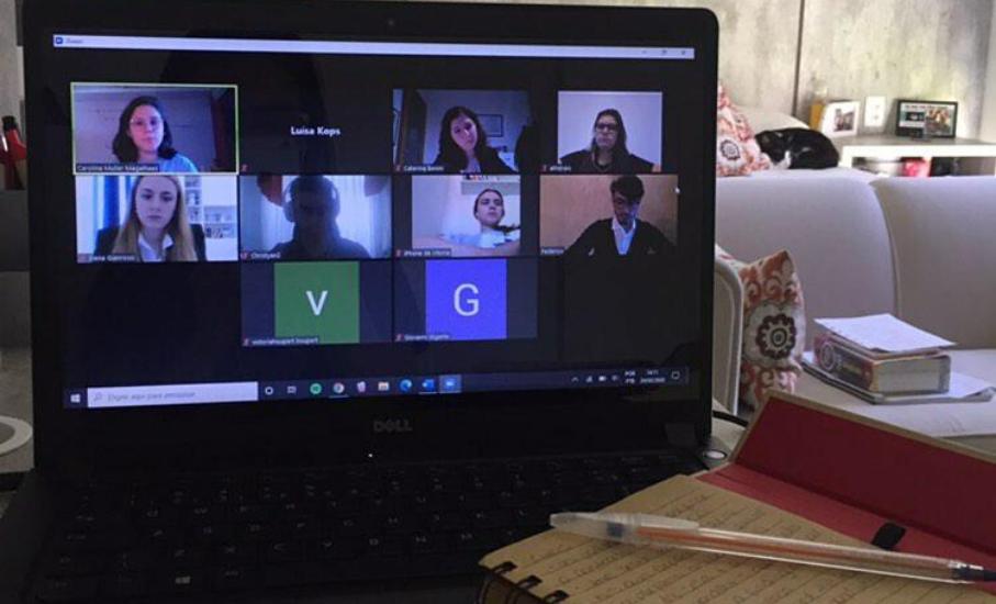 Alunos da Escola de Direito participam de competição internacional por vídeo - Equipe de arbitragem comparecerá no debate online após cancelamento das atividades presenciais
