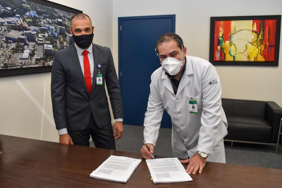 Assinatura contrato Coronavac - DivulgaçãoHSL-PUCRS