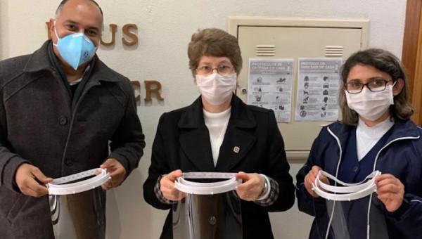 PUCRS entrega protetores faciais produzidos com doação da Unimed