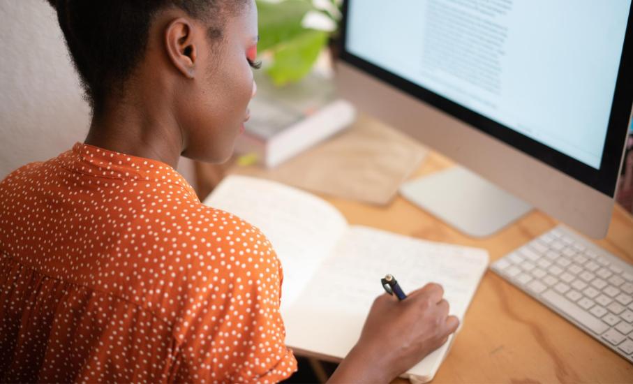 5 dicas: como se preparar para a rotina do trabalho e das aulas após as férias - Planejar as tarefas do dia a dia e manter contato com colegas pode ajudar na organização, mesmo a distância