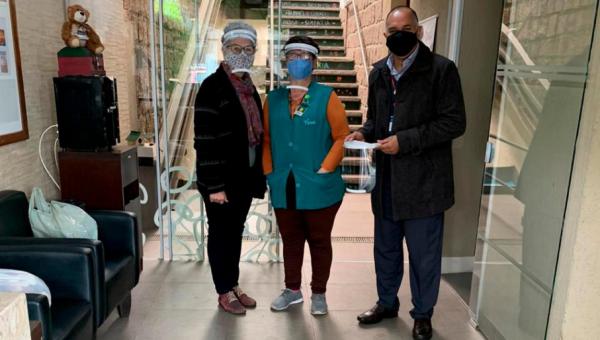 PUCRS doa 800 protetores faciais em parceria entre Unimed e Tecnopuc