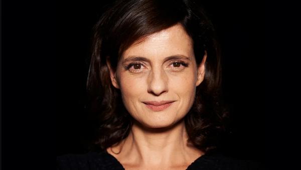 Denise Fraga participa da série Ato Criativo em edição que homenageia Bertolt Brecht