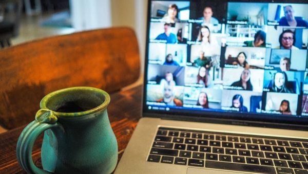 Como a tecnologia impacta nas formas de comunicar, informar e se relacionar com o mundo