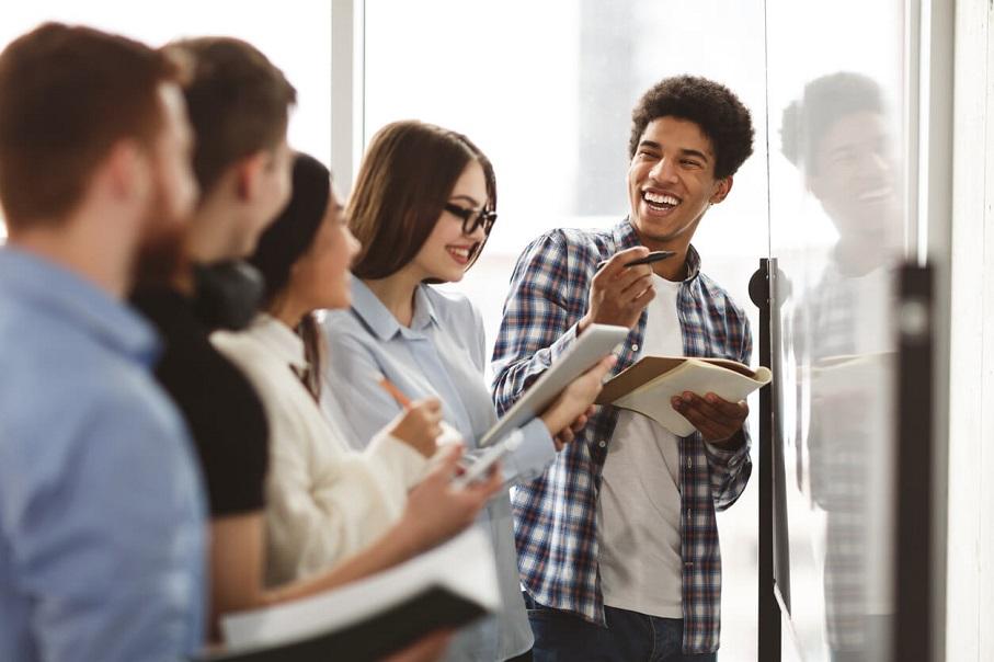 estudantes, aula, interação