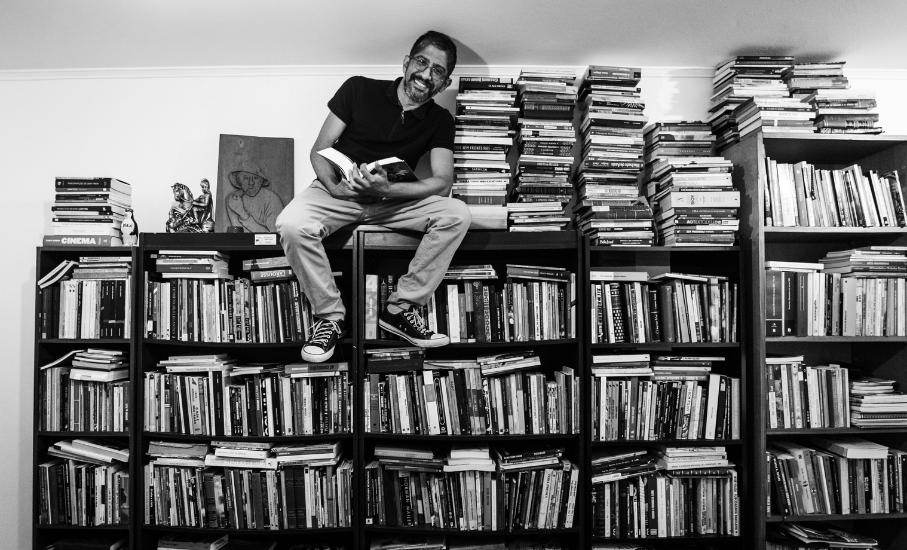 Jeferson Tenório, doutorando em Letras da PUCRS, é o patrono da 66ª Feira do Livro de Porto Alegre