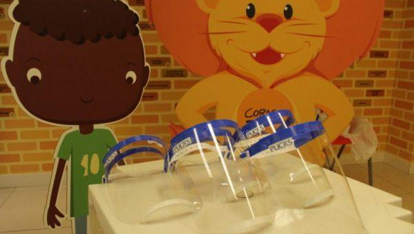 Produzidos no Tecnopuc, protetores faciais são doados para voluntários do McDia Feliz