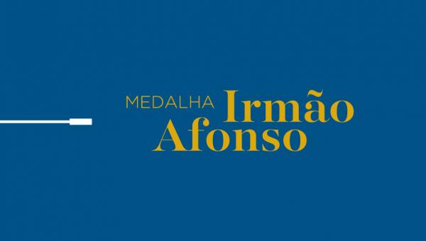 Medalha Irmão Afonso homenageia profissionais que marcam a história da PUCRS e do HSL