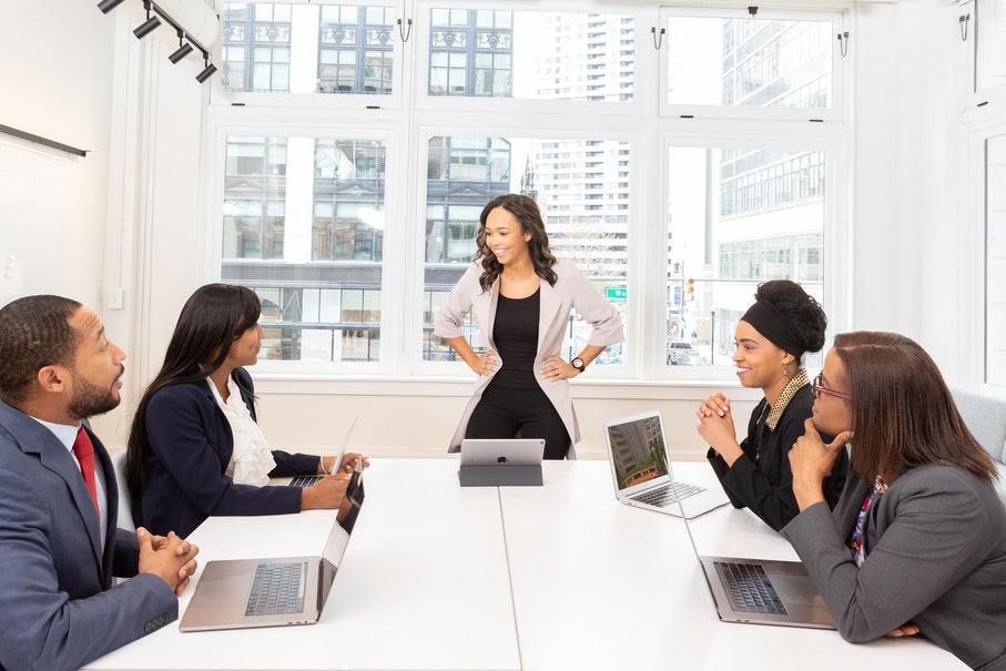 MBA em gestão e liderança qualifica gestores e executivos, além de aperfeiçoar a atuação no mercado de trabalho
