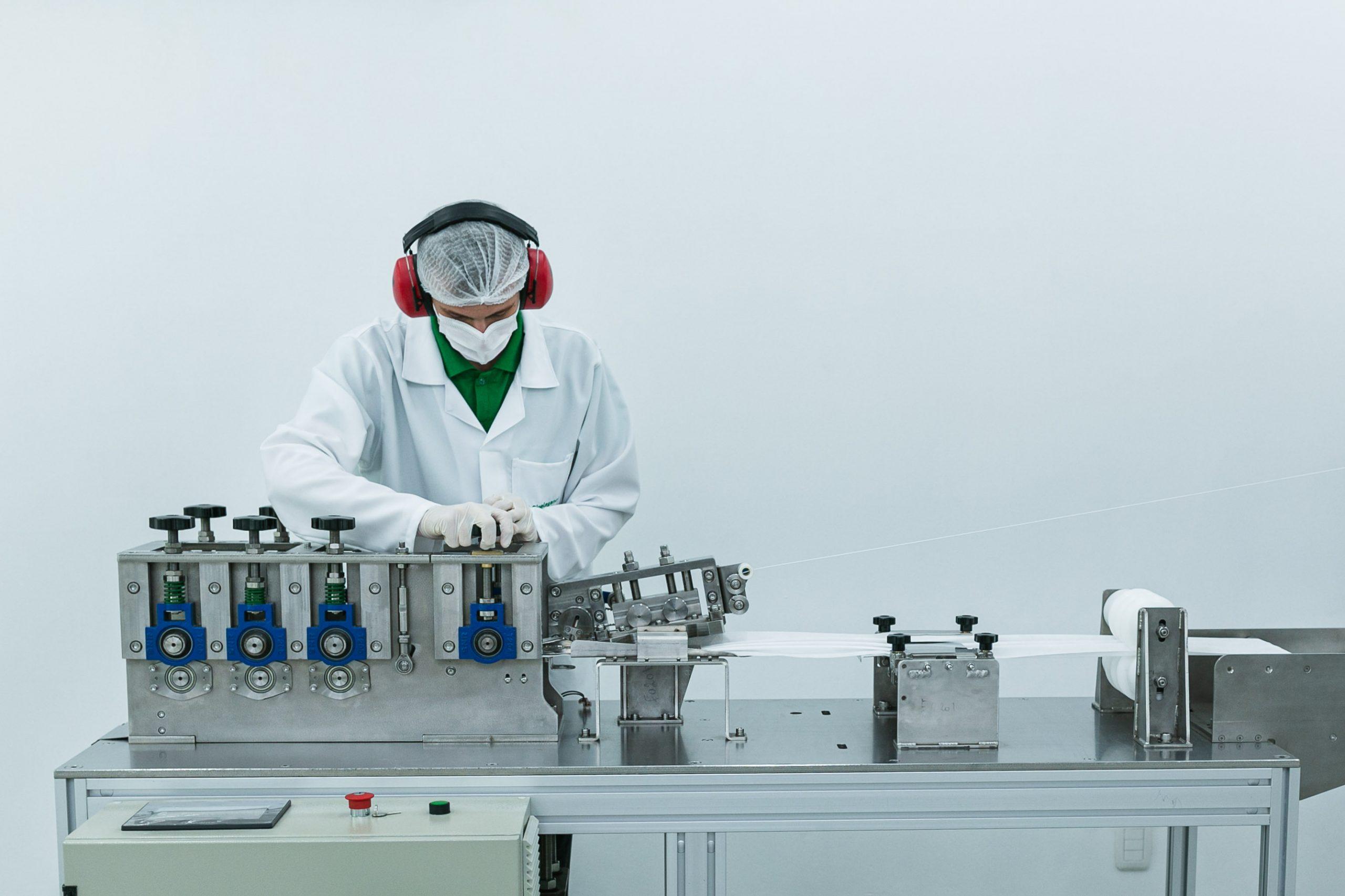 Para a execução da primeira máquina da empresa foram necessários cinco meses