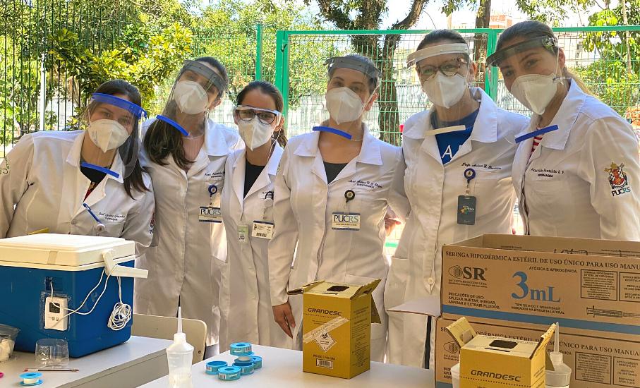 Estudantes vacinaram mais de mil pacientes em uma semana e seguem atuando na imunização