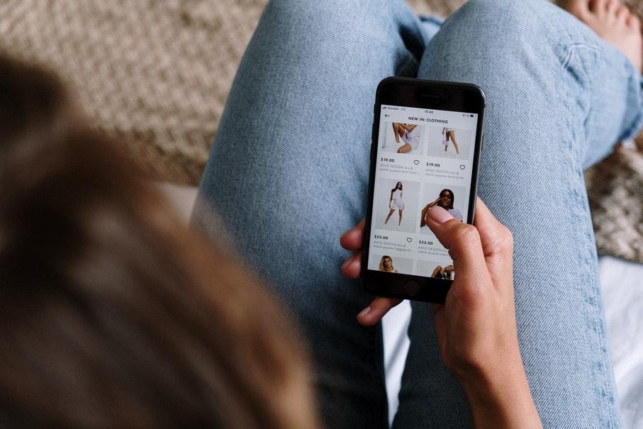 Compras online aumentaram e compras presenciais diminuíram