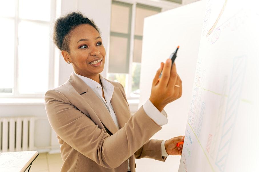 É possível escolher aspectos que desejamos aperfeiçoar, especialmente no que diz respeito a nossa trajetória profissional