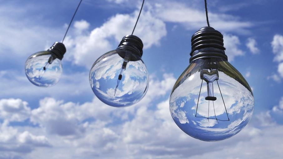 Confira algumas formas simples para empresas e indústrias melhorarem a eficiência energética