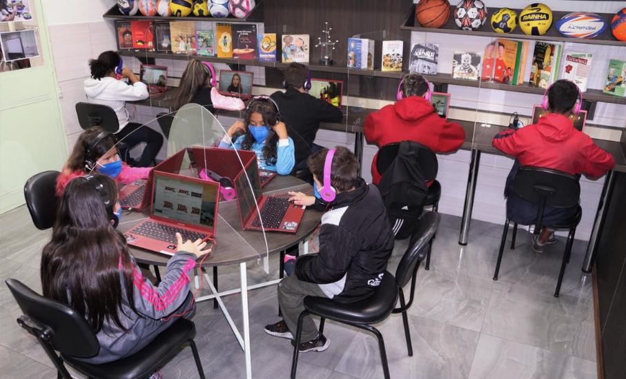 Sala digital criada com doação mediada pela PUCRS é inaugurada em projeto social